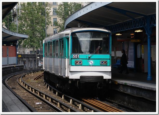 MF67 modificado que circula en la linea 5 del metro de París