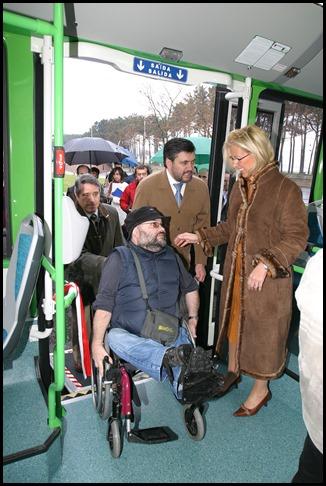 Nº 8 - Acceso al autobus gracias a la rampa telescopica